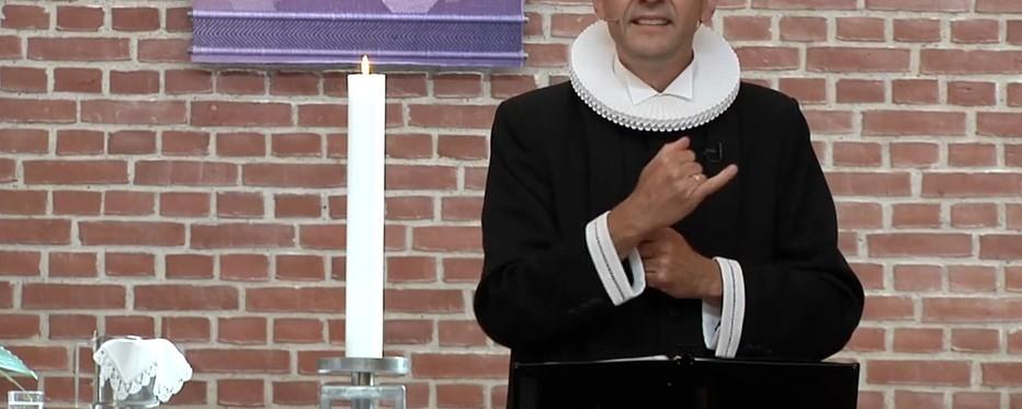 Sognepræst udøver tegnsprog