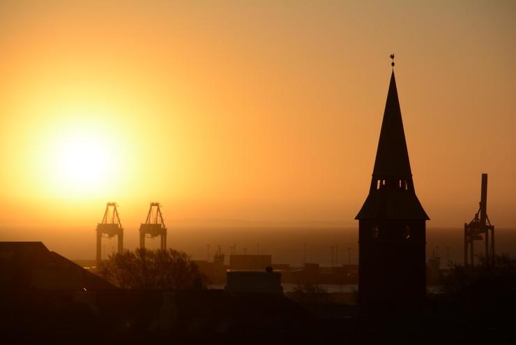 Aarhus by med domkirken i silhouet