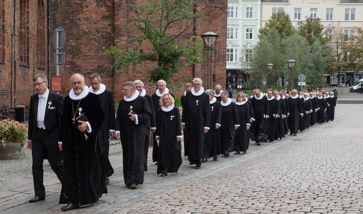 Provster og præster i procession ved Aarhus Domkirke