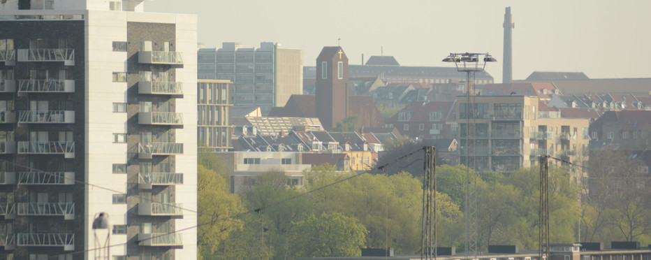 Aarhus by med kirke i baggrunden