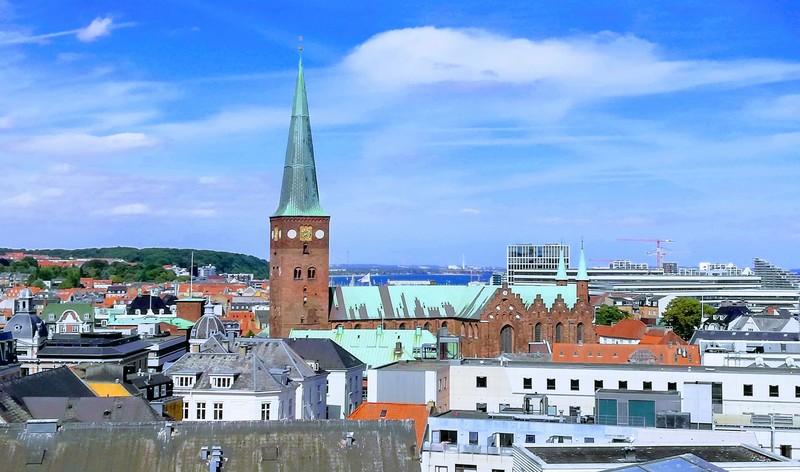 Udsigt til domkirken ind over Aarhus midtby