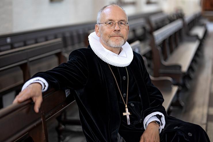 Portræt af biskop Henrik Wigh-Poulsen i ornat