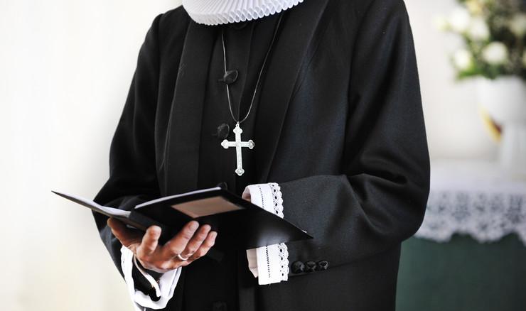 Præst i ornat